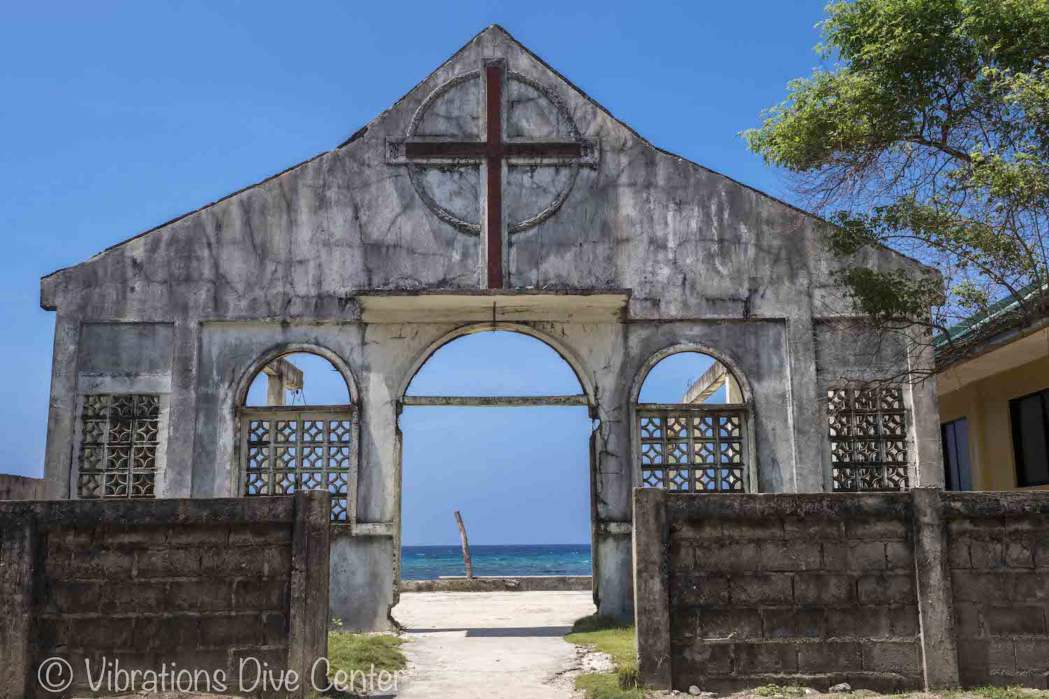 Facade of a church on the beach of Carabao Island. Informations activities and things to do on Carabao.