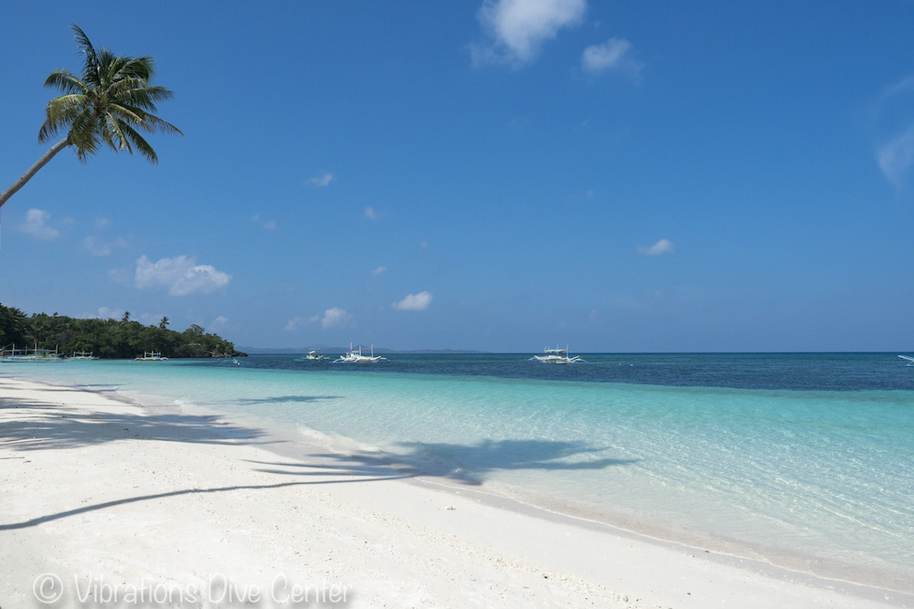 Poblacion Beach, main beach on Carabao Island. Informations about activities and things to do on Carabao: