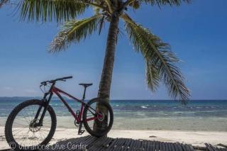 Bicicleta de montaña alrededor de Isla de Carabao, San Jose, Romblon