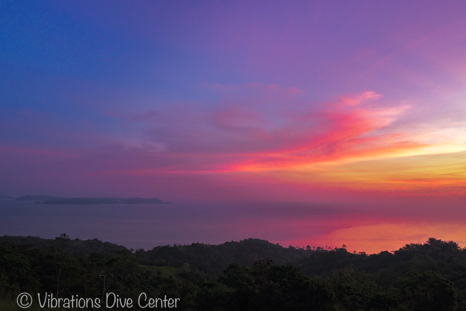Sunset view over Boracay from Tagaytay viewpoint, San Jose, Carabao Island, Romblon. Informations about activities and things to do on Carabao.
