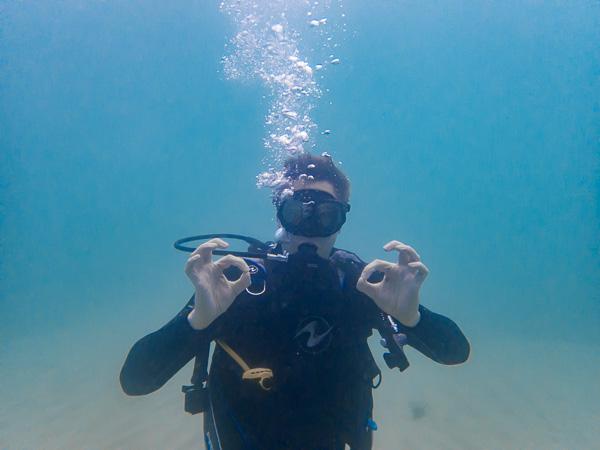 Baptême de plongée Carabao Philippines avec Vibrations dive center.